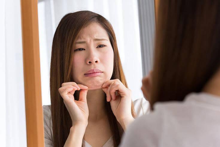 二重顎 解消 即効 効く 方法 自宅 出来る 簡単 小顔 矯正